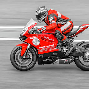 a toutes vitesse rouge by Serge Thonon - Sports & Fitness Motorsports ( rouge, moto, 6h2015 )