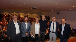 Los autores del libro, el editor, el historiador, la alcaldesa de Níjar y el delegado de Cultura.