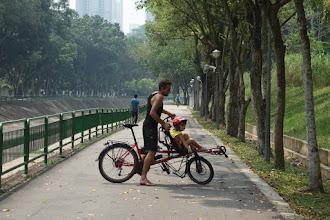 Photo: Remarquez la longueur des pistes cyclables à Singapour