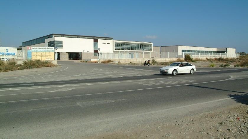 Fachada de la Desaladora de Almería que actualmente se encuentra al 30% de su producción y pasará a hacerlo a más del 70
