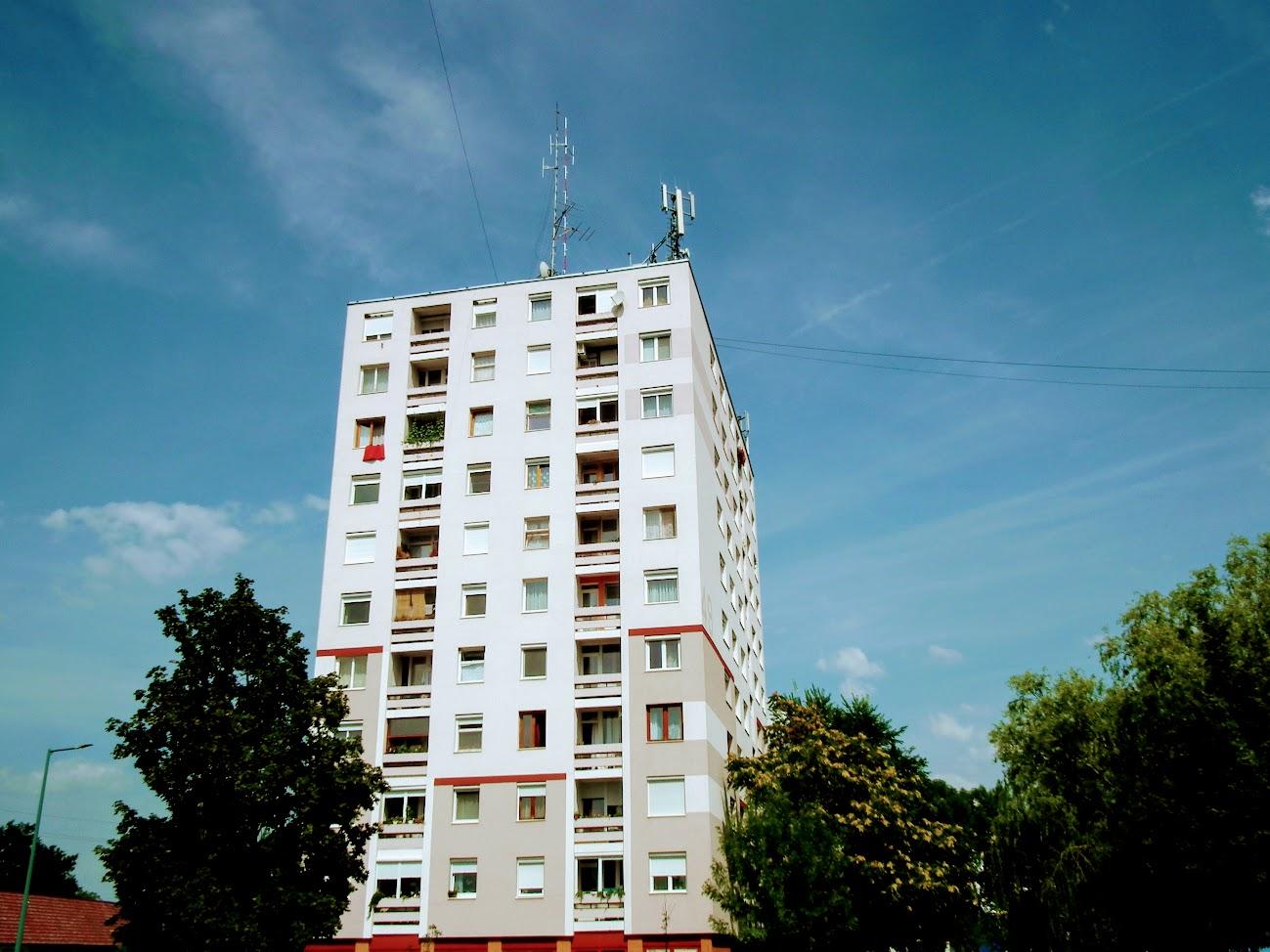 Gyula/toronyház - helyi URH-FM adóállomás