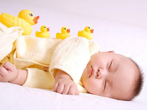 Cách xử lý khi trẻ bị nôn trớ mẹ cần biết để bảo vệ con