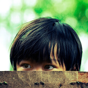 peek a boo by Yungki Dblur - Babies & Children Children Candids ( children, eyes )