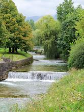 Photo: Rzeka Hubelj (prawy dopływ Vipava) we współczesnym mieście Ajdovščina.  Od Ponte Sonti (Mainizza) i przejściu przez Isonzo, starożytny trakt handlowy przez dolinę rzeki Vipava,  kierował się na mutatio Castra (Ajdovščina), najpewniej zgodne ze stacją drogową mansio ad Fluvium Frigidum,  która zyskała na znaczeniu wraz z budową nowej rzymskiej drogi z Italii na wschód.