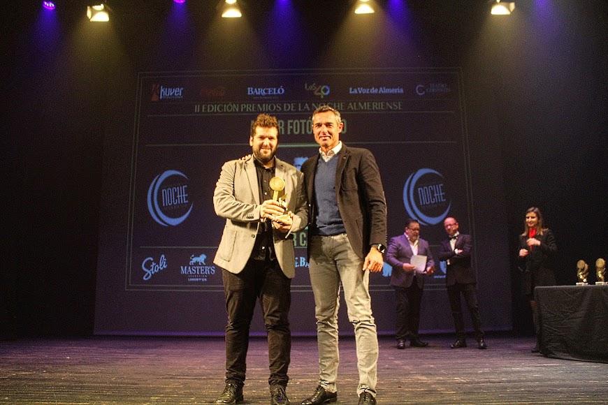 El fotógrafo de La Voz, Néstor Cánovas, galardonado en los Premios de la Noche Almeriense como Mejor fotógrafo.