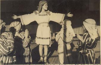 """Photo: Foto que me envía mi amigo el P.Vicente Suárez (Lima). Se trata de un recuerdo de la obrita de teatro que hicimos recién llegados al Colegio (Navidad de 1961) y que se titulaba """"El Hijo del Carpintero"""". En el centro, el protagonista en el papel del niño Jesús, José Luis (estaba en 2º año), el mejor solista que tuvo la escolanía. Mirando a la foto, de izq. a derecha: yo, Vicente, de 1º C; Muñiz (¿Javier?) de 1ºA; José Luis, de 2ºB; Domingo Iturgáiz, de 1ºC; y... Tú mismo, José María Cortés, también de 1ºC. La foto nos fue sacada unos días más tarde en nuestra aula por el P. Arsenio Arenas."""