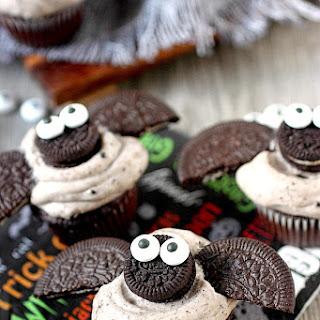 Chocolate Cookies -N- Cream Mini Bat Cupcakes