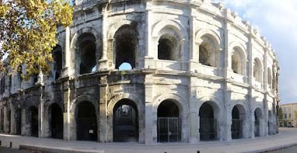 Photo: La rénovation des arches des arènes est entreprise. En 2015, ce sont au total cinq arches qui ont retrouvé leur éclat d'origine. L'opération devrait se poursuivre jusqu'en 2020