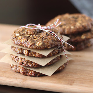 Healthy Whole Wheat Thin and Chewy Oatmeal Raisin Cookies (low sugar, eggless, vegan).