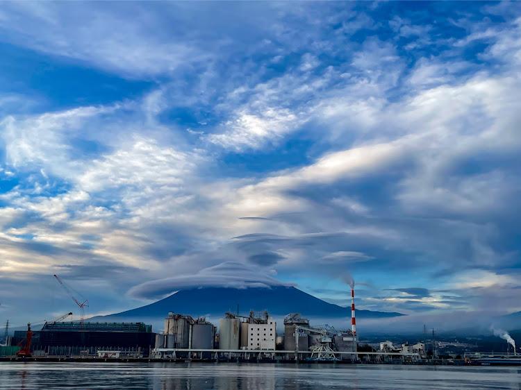 ヴォクシー ZWR80Wの海の見える風景,夕陽に照らされて,カメラ好きな人と繋がりたい,車写活,今日の富士山🗻に関するカスタム&メンテナンスの投稿画像14枚目