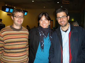 Photo: Spanish power in the bowling. Ricardo is a proffesional bowlinger!!. Natalia and me, last and penultimate. (LtoR: Ricardo, Natalia, Angel)