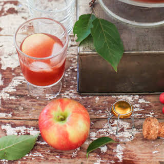 Sparking Vanilla-Scented Apple Cider Party Punch.