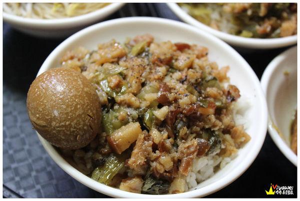 柳家肉燥飯-美食 滷肉飯 炒米粉 控肉販 雞絲飯 貢丸 Hsinchu城隍廟內的排隊古早味小吃