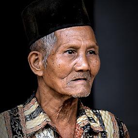 Portrait of Kerinci Old Man by Rony Nofrianto - People Portraits of Men ( indonesian old man, old man, old man and cap, man, portrait, portrait of old man )