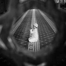 by Endriq Abdhinagara - Black & White Portraits & People