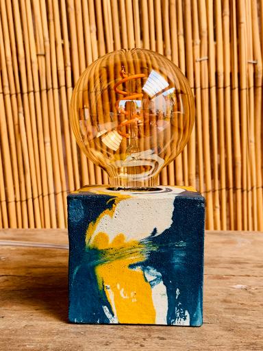 lampe en béton coloré marbré fait-main