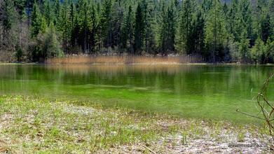 Photo: unglaubliche farben spiegelt der kleine see heute