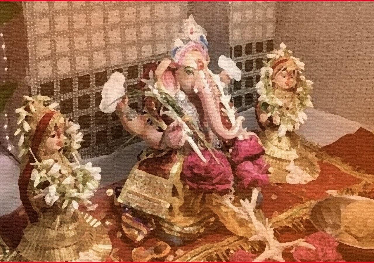 NGO Makes Ganesha Idol Holding Sanitary Napkins to Raise Awareness About Menstrual Hygiene.