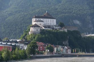 Photo: Wizytówką miasta jest twierdza Kufstein usytuowana na skale przy samym brzegu Inn.