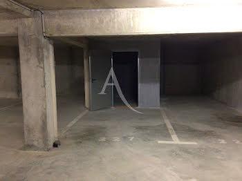parking à Les Angles (66)