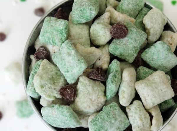 St. Patrick's Day Baileys Irish Cream Puppy Chow Recipe