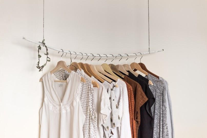 Co zamiast szafy do sypialni? Sprawdzamy popularne rozwiązania
