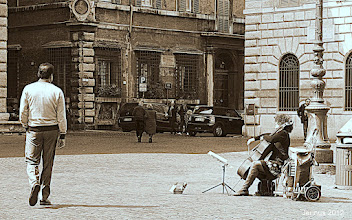 Photo: Musicista di strada a Roma.  Cello music in the streets of the great city of Rome.