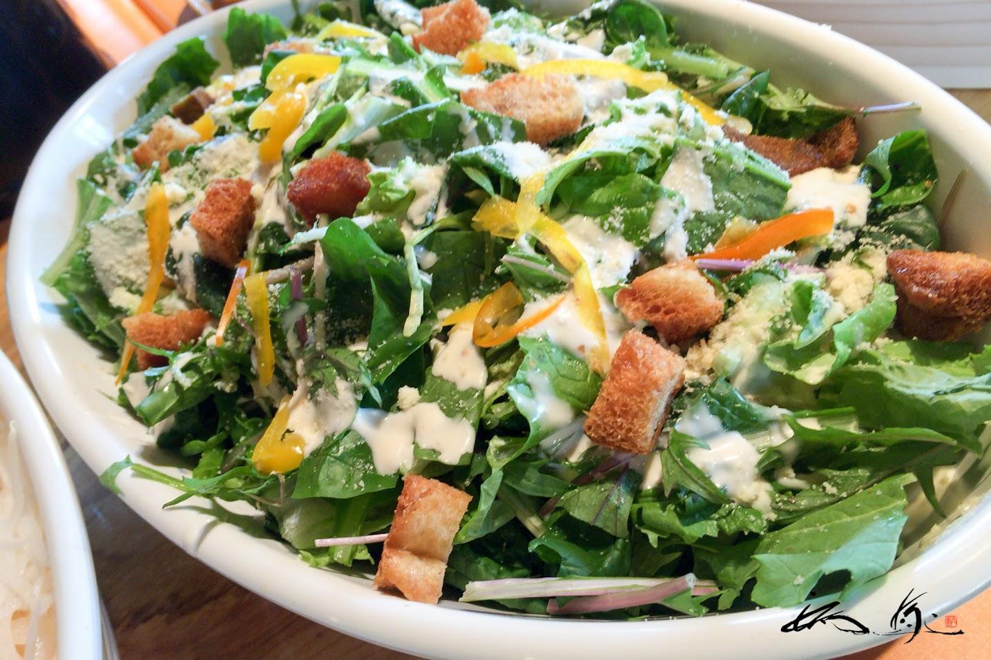 いろいろ葉野菜のシーザーサラダ