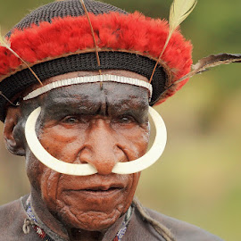 Wamena - Papua by Geoffrey Saturnus - People Portraits of Men