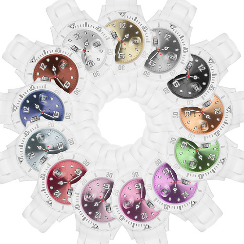 weiße Taffstyle Damenuhr aus Silikon