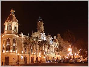 Photo: Ayuntamiento ( Valencia).www.viajesenfamilia.it/