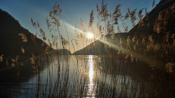 Tramonto sul Lago del Segrino (CO) di emanuela_terzi
