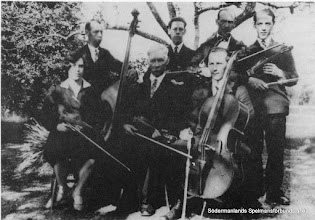 Photo: Albert Gustafsson, Vingåker med barn. Sittande Gerda, Albert, Hjalmar. Stående Verner, Harald, Edvin o Hugo.