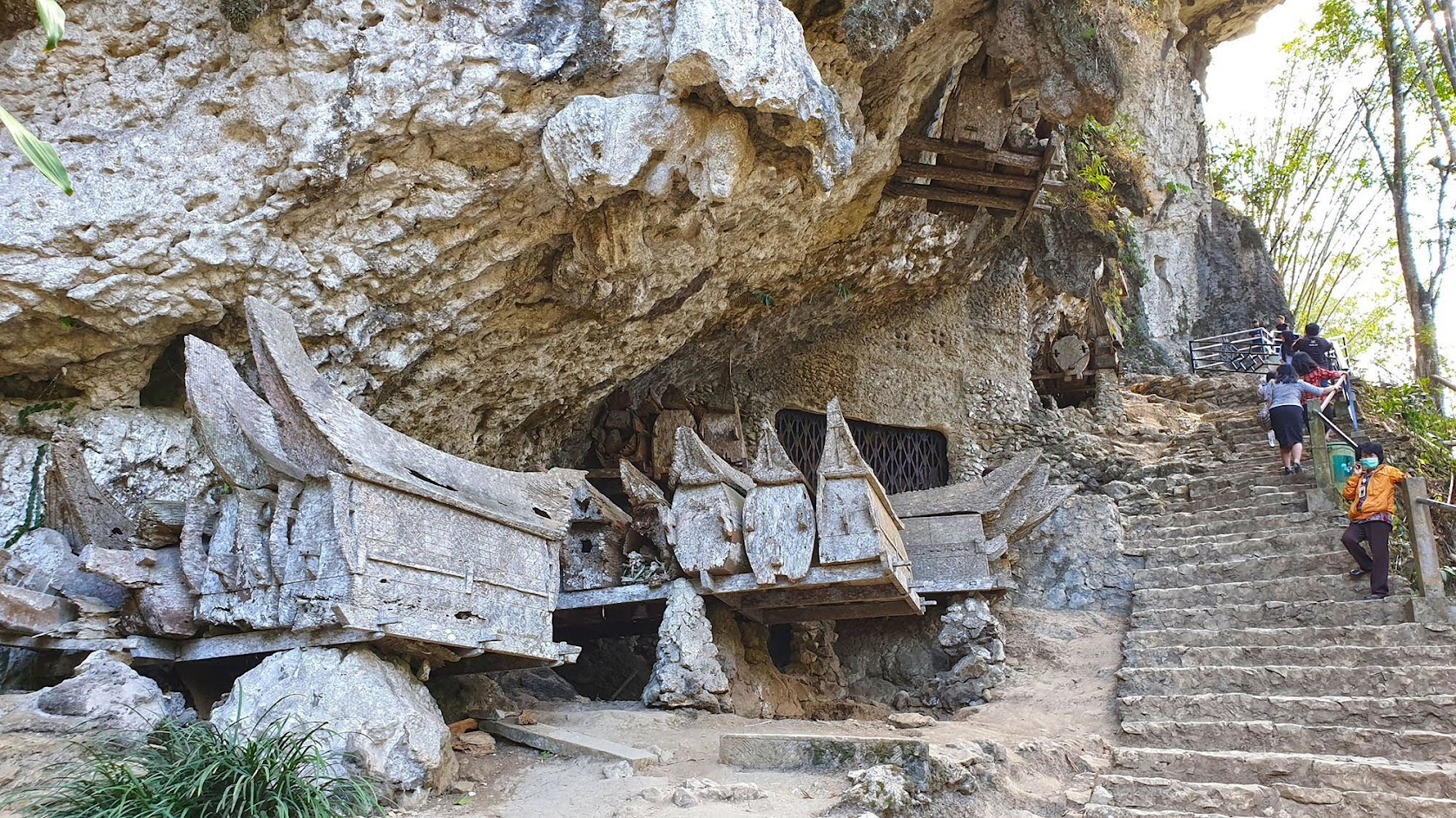 Dias 83 a 89 - TANA TORAJA, uma semana embrenhados nos rituais de vida e morte em Sulawesi