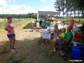 Photo: 2E CONTROLE IN EEN TENT IN OPEN LUCHT