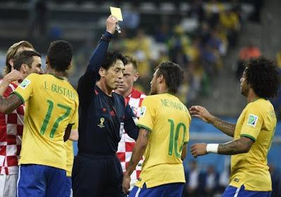 La FIFA défend son arbitre japonais