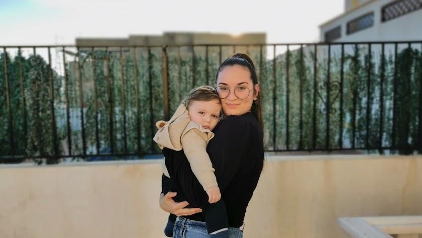 María Espinoza junto a su hijo Iván, nacido el pasado 18 de marzo de 2020.