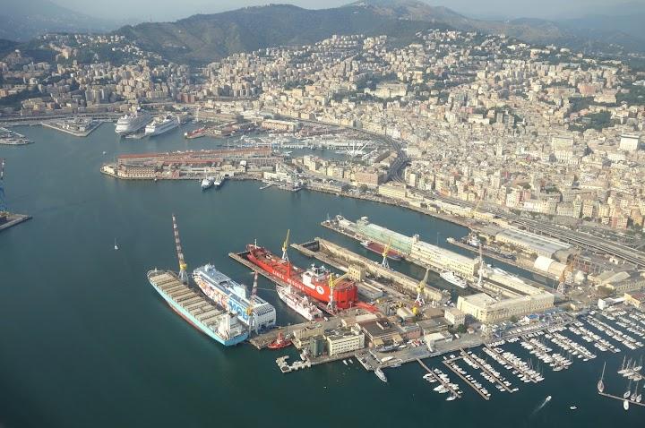 Genua, Hafen von oben.