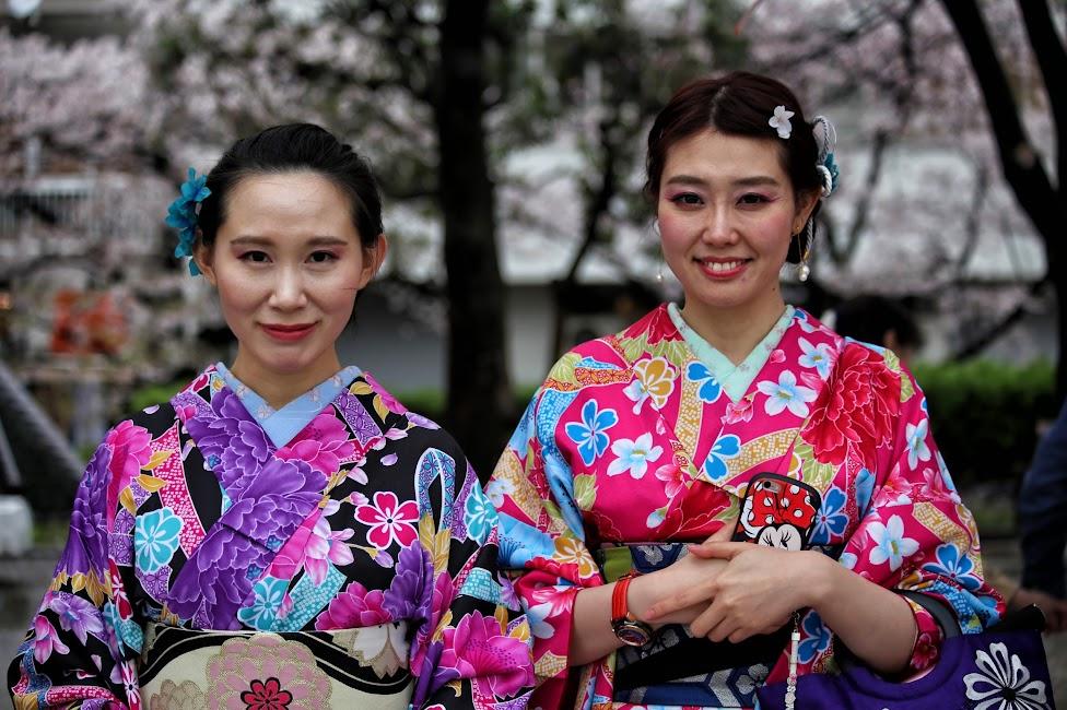Kimona w parku Sumida, Tokio, Japonia, Tokio – tradycja i nowoczesność