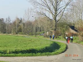 Photo: de kerk van Papignies is in zicht