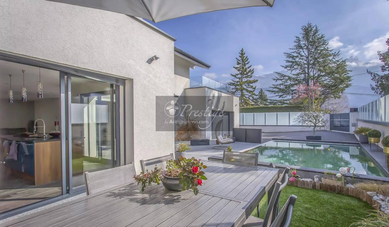 Villa avec piscine et jardin Sonnaz