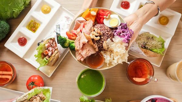 To Be Smoothie 綠果昔- 超過30項蔬果隨選9種 低脂肉品6雜糧7堅果免費添加 一餐補足活力的新食尚正風行