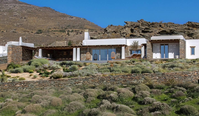 Seaside villa with pool Exomvourgo