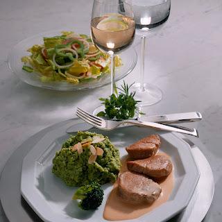 Schweinemedaillons in Sahnesoße zu Broccoli-Püree