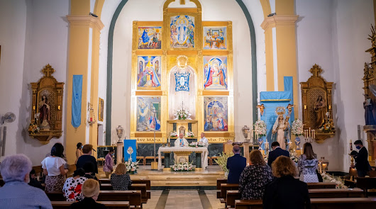 Roquetas realiza su tradicional ofrenda a la Virgen del Rosario