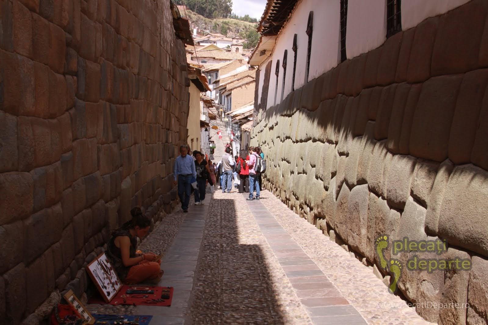 strada Hatunrumiyoc unde se gaseste Piatra cu 12 unghiuri sau colturi, din Cusco, Peru