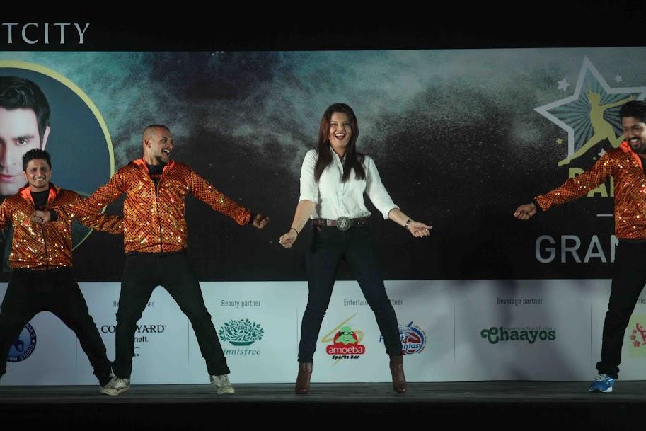 Deepshika Nagpal Sandip Soparrkar's 4th Indian Dance Week, Dipshikha Nagpal dancing at Sandip Soparrkar's 4th Indian Dance Week