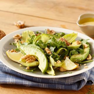 Avocado-Rucolasalat mit Nüssen