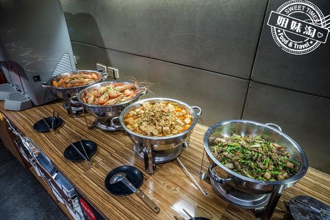 進吉泰國蝦海鮮炭烤吃到飽熟食區