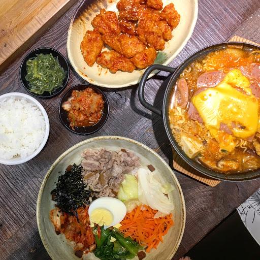 🏚[韓式料理]-#野川韓國食堂 🐔辣味韓式炸雞💵120 🐮牛肉拌飯💵155/單點 🍜部隊鍋(辣味)💵170/單點 - 本來要吃最近很紅的#森氏 抵達進店時,店員說需要候位 等候時間至少一